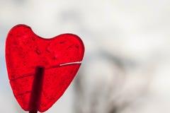 Het rode hart van de aardbeilolly Stock Afbeelding