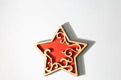 Het rode houten ornament van de Kerstmisster op wit Stock Fotografie