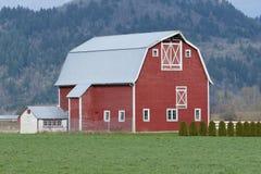Het rode Landbouwbedrijf van de Schuur Stock Foto's