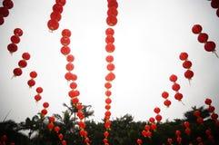 Het rode landschap van de lantaarndecoratie Stock Afbeeldingen