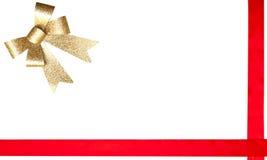 Het rode lint van de gift en gouden boog Stock Foto's