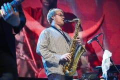 Het rode Snapper band spelen in de Lviv-club stock afbeeldingen
