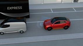 Het rode SUV-noodsituatie remmen om autoneerstorting te vermijden stock footage