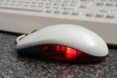 Het Rode Toetsenbord van de muis stock afbeelding