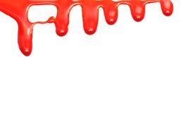 Het rode verf druipen geïsoleerd op Witboek stock foto