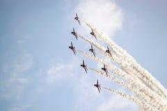 Het rode vliegtuig van Pijlen Stock Afbeeldingen