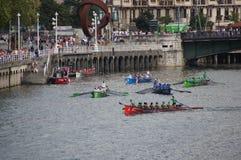 Het roeien Bootrassen in Bilbao Royalty-vrije Stock Foto's