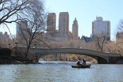 Het roeien in Central Park Stock Afbeeldingen