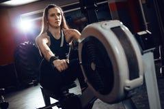 Het roeien Training bij de Gymnastiek stock fotografie