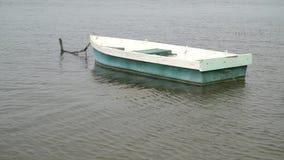 Het roeien van boot op een Meer Baikal Langzame Motie stock footage