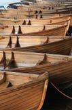Het roeien van Boten in een rij Stock Foto