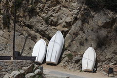 Het roeien van boten op de kust Royalty-vrije Stock Afbeelding