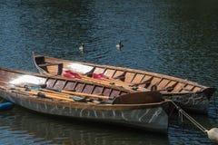Het roeien van boten in Richmond op Theems stock foto's