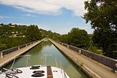 Het roeien van het genoegen langs de kanalen royalty-vrije stock afbeeldingen