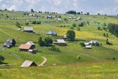 Het Roemeense Dorp van de Berg stock afbeelding