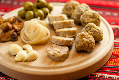 het Roemeense Kerstmisvoorgerecht bestaat uit diverse varkensvleesschotels Stock Afbeelding