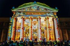 Het Roemeense van de Schijnwerperboekarest van Athenaeum Ateneul Roman Lights At Night During Internationale Lichte Festival Stock Foto