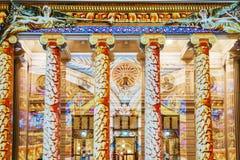 Het Roemeense van de Schijnwerperboekarest van Athenaeum Ateneul Roman Lights At Night During Internationale Lichte Festival Stock Foto's