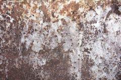 Het roestige en doorstane kijken stuk van golfmetaalachtergrond en het aansteken Stock Foto
