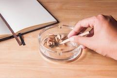 Het roken het conceptenidee van de potloodsigaret Stock Afbeelding