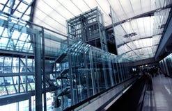 Het rollend trottoir van de luchthaven stock foto