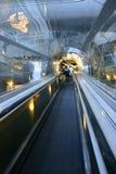Het rollend trottoir van de luchthaven Royalty-vrije Stock Afbeeldingen