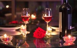 Het romantische diner plaatsen Royalty-vrije Stock Foto's