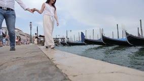 Het romantische Lopen Venetië stock footage