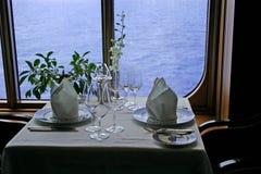 Het romantische Ontbijt van het Schip van de Cruise voor twee Royalty-vrije Stock Afbeelding