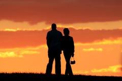 Het romantische paar lopen Stock Afbeelding
