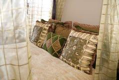Het romantische slaapkamer stileren Stock Foto's