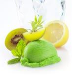 Het romige groene roomijs van het kiwifruit Stock Fotografie