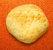 Het ronde broodje van het zure roomdessert royalty-vrije stock foto's