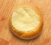Het ronde broodje van het zure roomdessert stock foto's