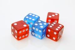 het rood en het blauw dobbelen Stock Afbeelding
