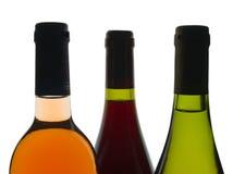 Het rood, nam en witte wijnflessen toe Stock Afbeelding