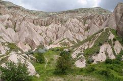 Het rood/nam Vallei, Cappadocia, Turkije toe Royalty-vrije Stock Foto