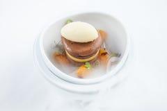 Het roomijskegels van de aardbei, van de chocolade, van de vanille en van de pistache over witte achtergrond Royalty-vrije Stock Fotografie