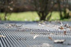 Het rooster van de staalgrond Roestvrij staaltextuur, achtergrond voor website of mobiele apparaten Royalty-vrije Stock Foto's