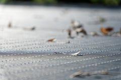 Het rooster van de staalgrond Roestvrij staaltextuur, achtergrond voor website of mobiele apparaten Royalty-vrije Stock Afbeeldingen