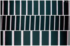Het rooster van de staalgrond Roestvrij staaltextuur, achtergrond voor website of mobiele apparaten Stock Afbeeldingen