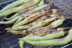 Het roosteren van groene Spaanse pepers Royalty-vrije Stock Afbeelding