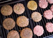 Het roosteren van hamburgers Royalty-vrije Stock Foto