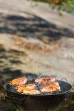 Het roosteren van kip Stock Foto