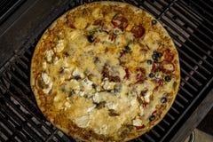 Het roosteren van pizza tijdens de zomer Stock Fotografie