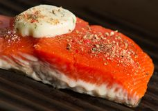 Het roosteren van Vers Salmon Fillet Close Up royalty-vrije stock foto