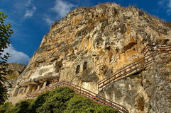 Het rotsklooster St Dimitrii van Basarbovo Stock Foto's
