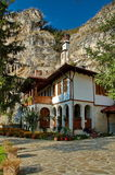 Het rotsklooster St Dimitrii van Basarbovo Stock Foto