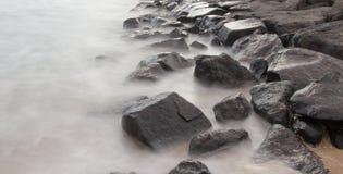 Het rotsoverzees MELBOURNE, AUSTRALIË Royalty-vrije Stock Foto's