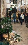 Het rouwen in de mensen die van Straatsburg hulde aan slachtoffers van Terro betalen stock afbeelding